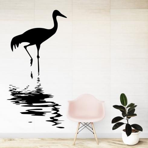 Čáp ve vodě na lovu - vinylová samolepka na zeď